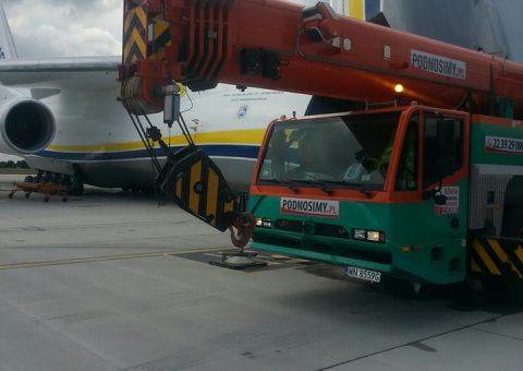 Żuraw samojezdny 100 ton