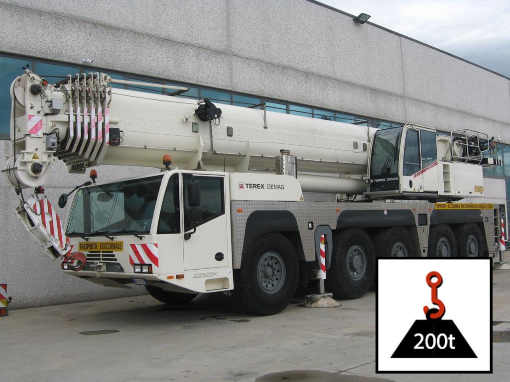 Dźwig TEREX AC-200 o udźwigu 200 ton i ramieniu 68 metrów
