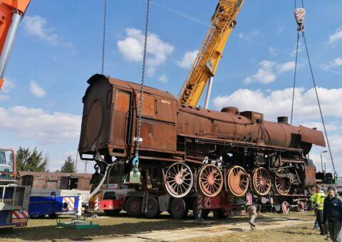 Transport lokomotywy – Czarny Las (gmina Góra Kalwaria)